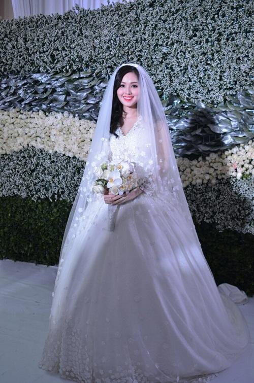 Tuyển tập váy cưới nổi bật của sao Việt năm 2015 - 1