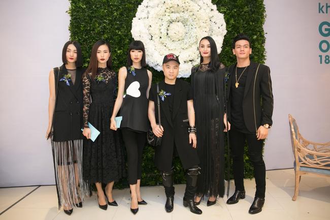 Lilly Nguyễn diện váy xẻ ngực táo bạo khi cùng HLV Hà Hồ dự sự kiện - Ảnh 18.