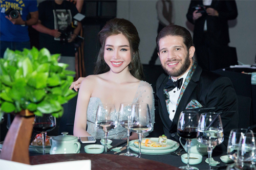 Hình ảnh: Elly Trần khoe vẻ gợi cảm với váy đuôi cá số 4